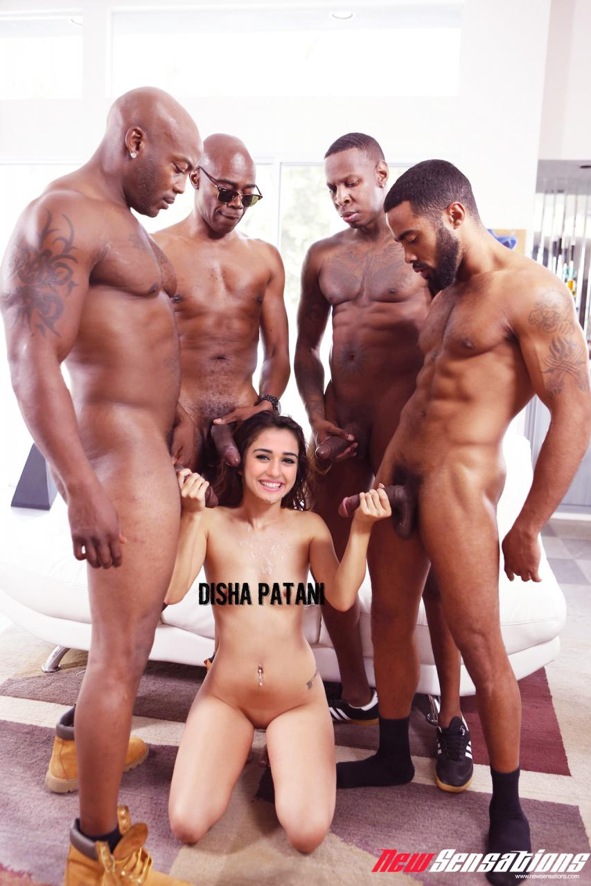 Disha Patani hot saree navel
