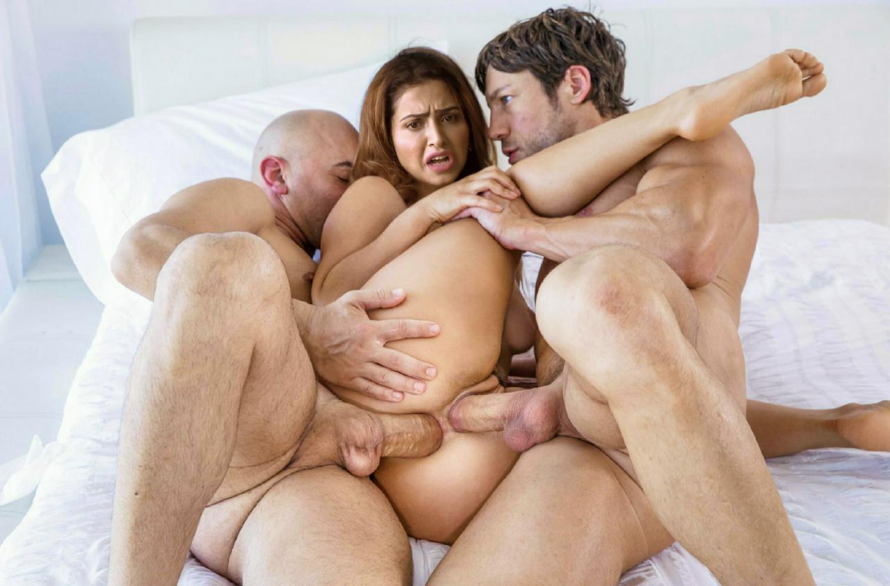 sudeejaa singh showing cleavage